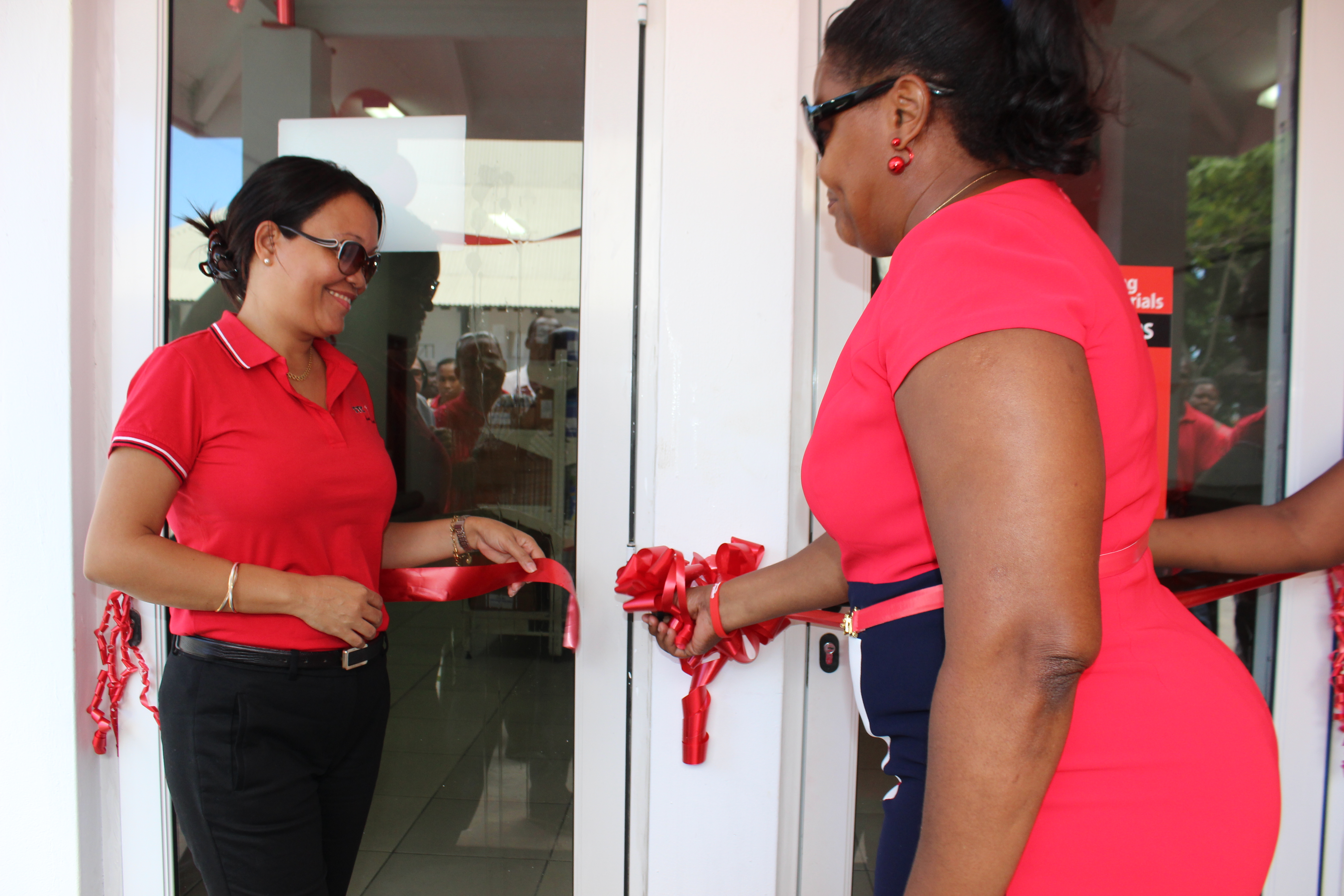 MNA Mrs, Chantal Ghislain and the CEO for STC cutting the ribbon to officiallty open the new facility on La Digue